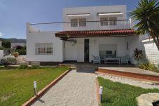 Chalet en Alcanar para 8 personas con 4 habitaciones