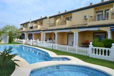 Casa con piscina en la zona de Barranquets