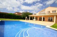 Villa de 6 habitaciones a 3.5 km de la playa