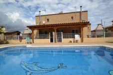 Villa con piscina en la zona de Montroig-Mar