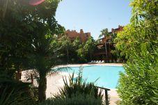 Apartamento en primera línea de campo de golf de Nueva andalucia