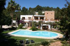 Villa con piscina en la zona de Cala Salada