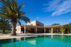 Villa en Sant Llorenç Des Cardassar para 6 personas con 3 habitaciones
