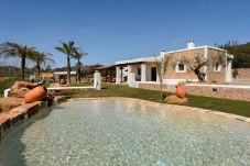 Villa con piscina en la zona de Sant Carles de Peralta